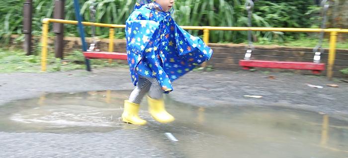 子供カッパ 雨の日